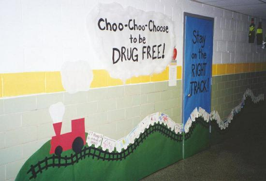 Motivational Drug Free Kindergarten Classroom Bulletin Board