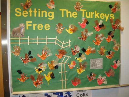 Setting The Turkeys Free Thanksgiving Bulletin Board Idea Supplyme