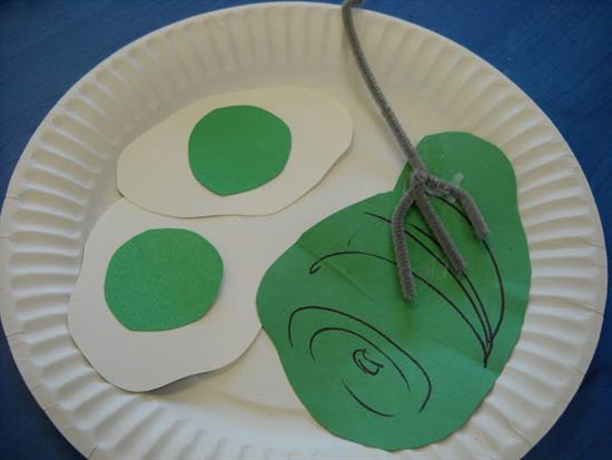 Preschool Craft Featuring Green Eggs and Ham